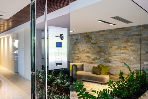 16.-Main-entry-intercom-panel-with-access-control.-Shows-the-integration-of-multiple-stand-alone-systems-into-one-sleek-unit.