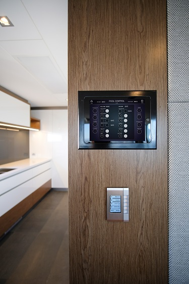 3.-Custom-programmed-iPad-showing-Pool-control-panel